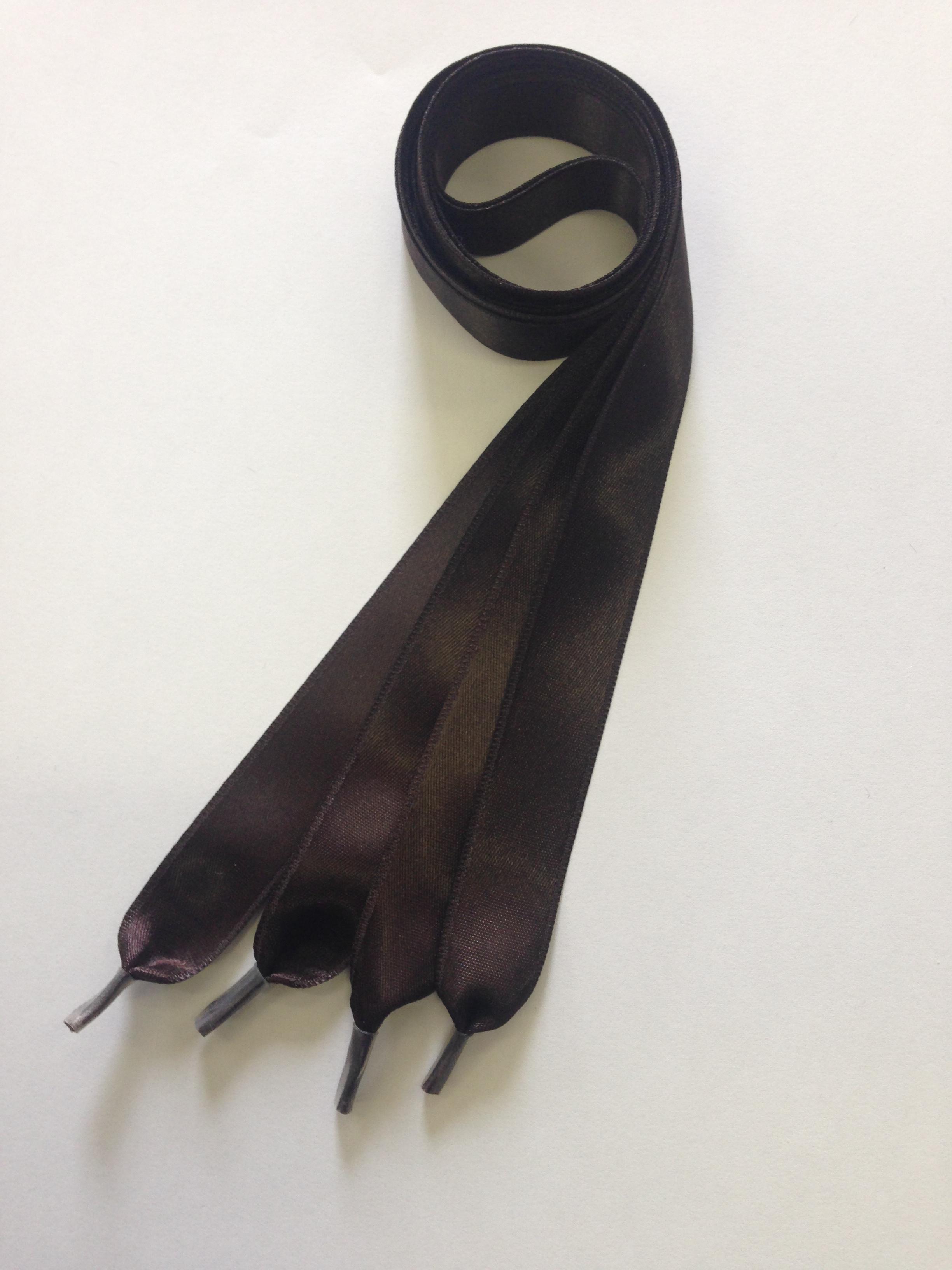 Dámske saténové šnúrky do topánok tmavo hnedé 8a6f5609d36